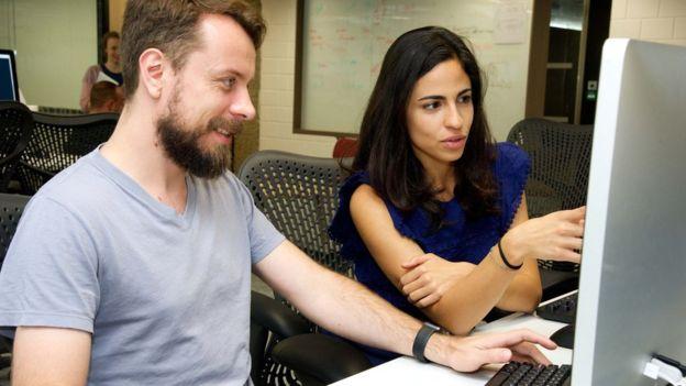 Los programadores de Pivotal trabajan en pareja.