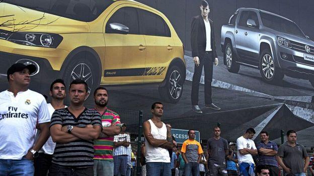 Volkswagen dijo que la restructuración afectaría a sus operaciones en América del Sur.