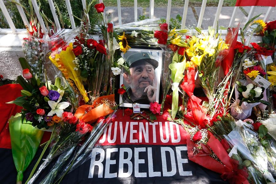 Diputados comunistas piden homenaje a Fidel Castro en el Congreso | Tele 13