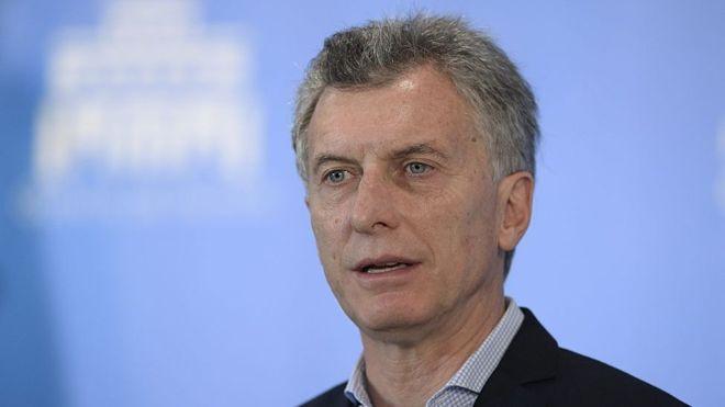 Presidente de Argentina, Mauricio MacriImage copyrightAFP Image caption La decisión de Macri de liberar el regimen cambiario incentivó el turismo argentino de compras