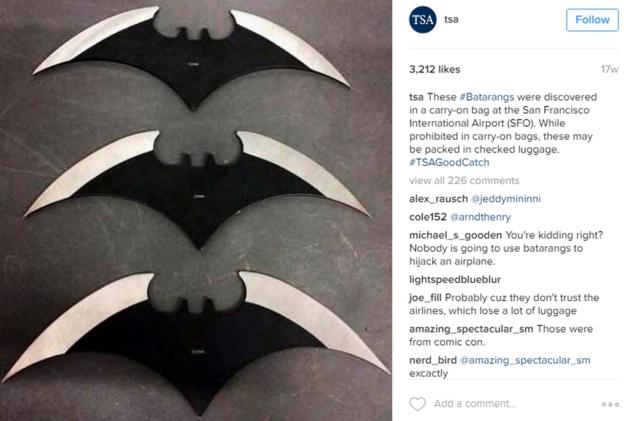 Parece que los batarangs son populares entre más de un viajero. En la imagen, tres de ellos encontrados en una bolsa en el Aeropuerto Internacional de San Francisco.