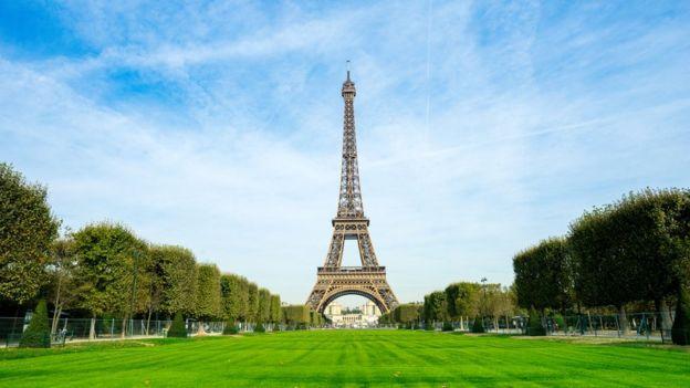 El emblemático Champ de Mars, frente a la Torre Eiffel, permanecerá cerrrado.
