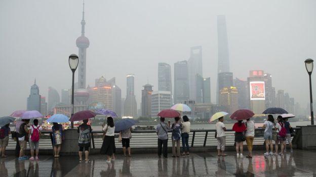 China tiene 1.300 millones de habitantes.
