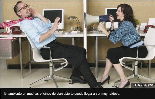 El ambiente en muchas oficinas de plan abierto puede llegar a ser muy ruidoso.
