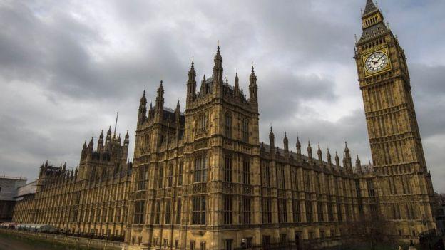 El Big Ben es solo la gran campana, mientras que el nombre oficial de la torre es Torre Elizabeth.