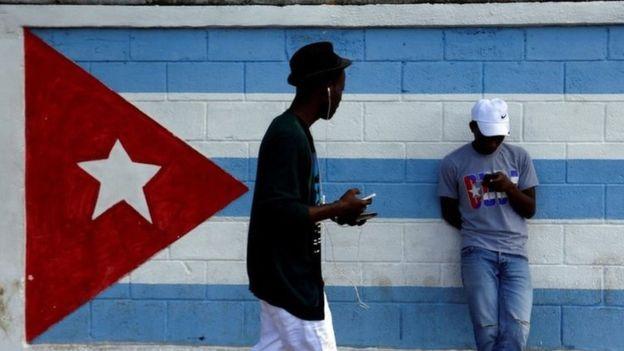 Los cubanos esperan que la prueba de acceso a internet se extienda una vez que finalice.