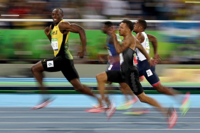 el memorable gesto de usain bolt en las semifinales de los metros planos en ro