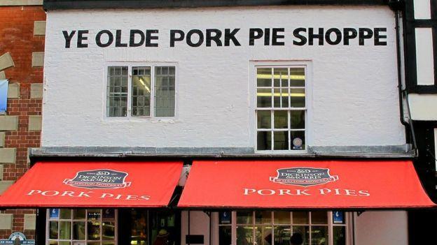 Short, de setenta años de edad, confesó que le gustaban los pasteles de carne de cerdo, por eso pensó que el mejor lugar para gastar el tercero de los billetes sería en Melton Mowbray, un poblado inglés famoso por esta especialidad culinaria.