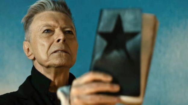 David Bowie gana como mejor solista en premios británicos Brits