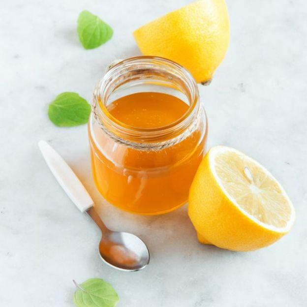 La miel y el limón ofrecen alivio temporal