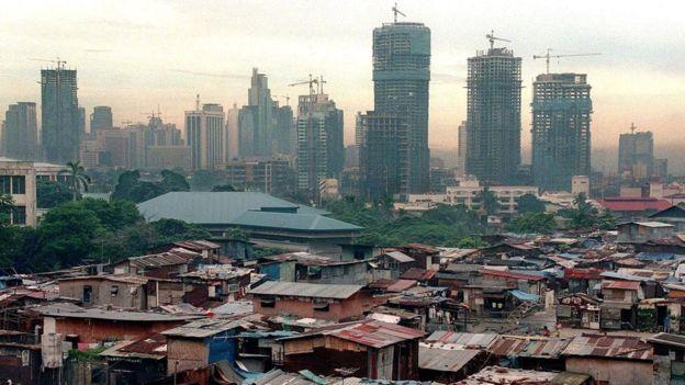 Algunos analistas critican a Oxfam por centrarse en exponer la acumulación de los ricos y no en cómo combatir la pobreza.