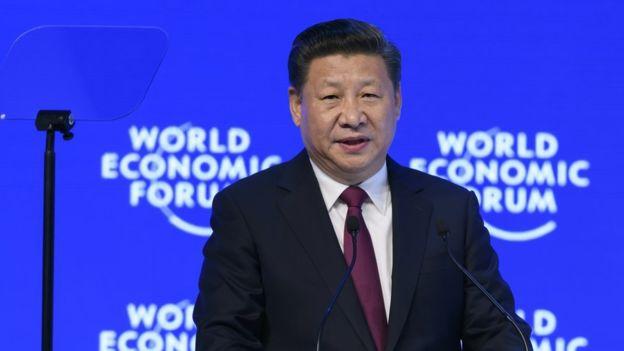 Xi JinpingDerechos de autor de la imagenAFP Image caption Xi Jinping, presidente de China, defendió la globalización en el Foro de Davos.