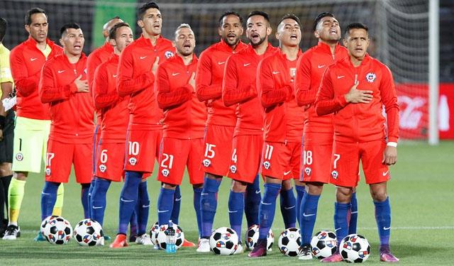 """""""Ustedes son los ídolos de verdad"""": el sentido mensaje de """"La Roja"""" a Bomberos de Chile"""