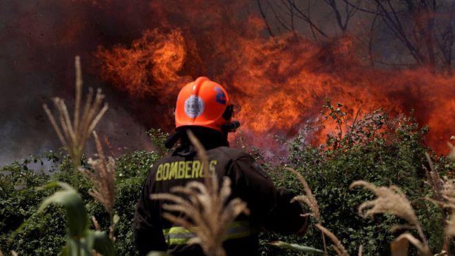 Hasta el sábado 28 en la noche, seguían activos 127 incendios en Chile.