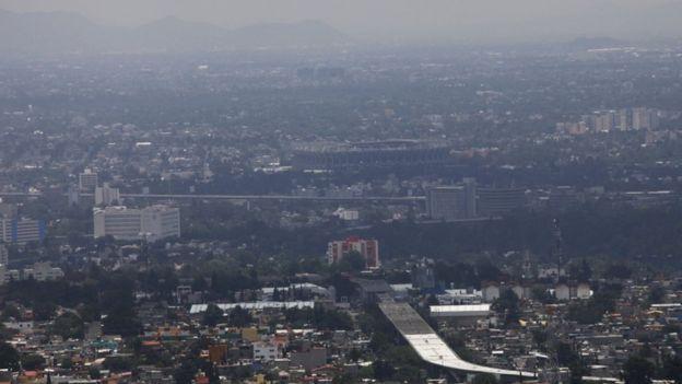 El investigador analizó las medidas de los niveles de gases contaminantes cada hora.