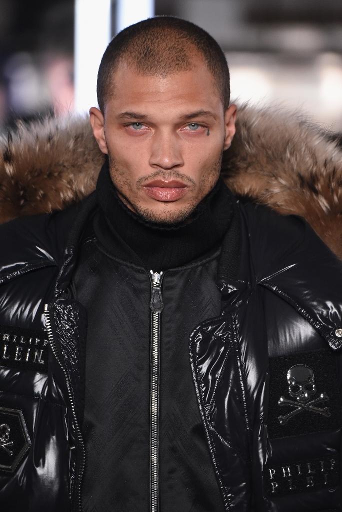 """El ex preso """"más guapo del mundo"""" debutó en las pasarelas del New York Fashion Week 1487085871-063635193092hdf"""