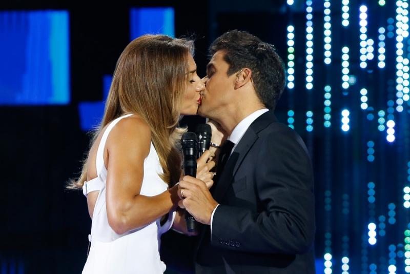 El beso entre Carolina de Moras y Rafael Araneda