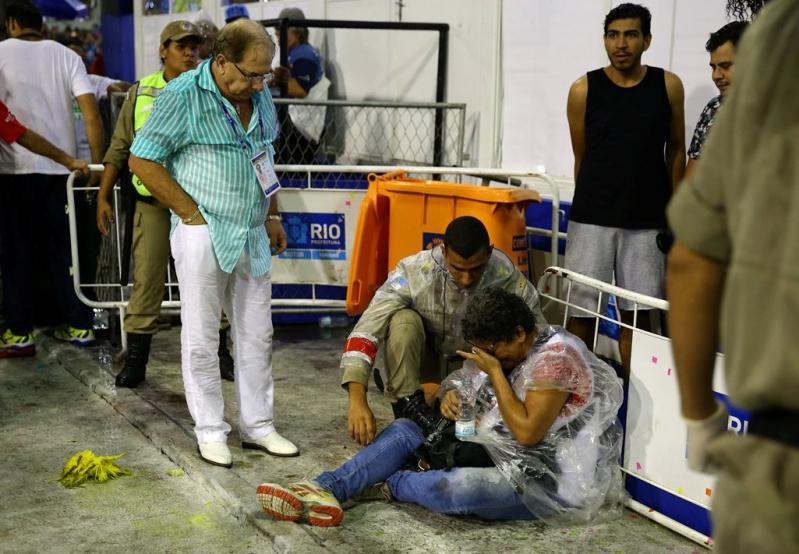 Una veintena de personas resultaron lesionadas en el accidente.
