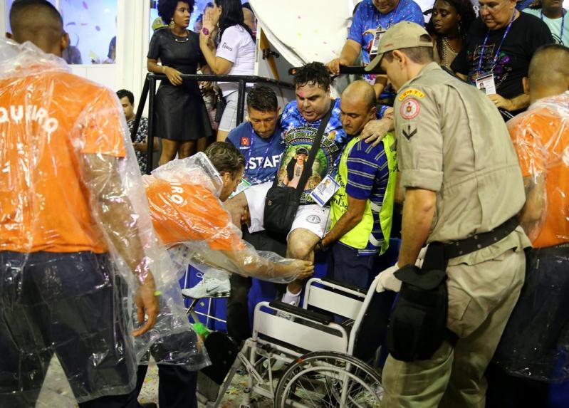 El accidente ocurrió en la primera de las dos noches de desfile.