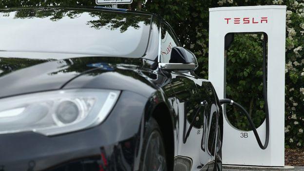 La demanda de cobalto empezó a aumentar cuando Tesla anunció que fabricaría un auto a un precio más asequible.