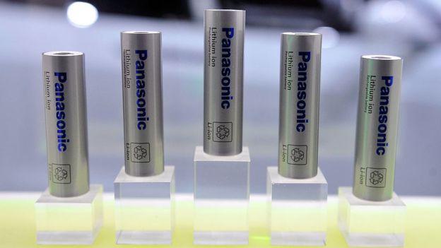 Panasonic es el socio de Tesla en la producción de baterías de litio para su auto eléctrico.