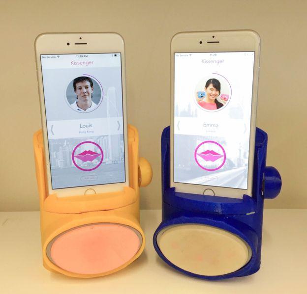 El Kissengger promete que los besos que se envían por teléfono se puedan también sentir.
