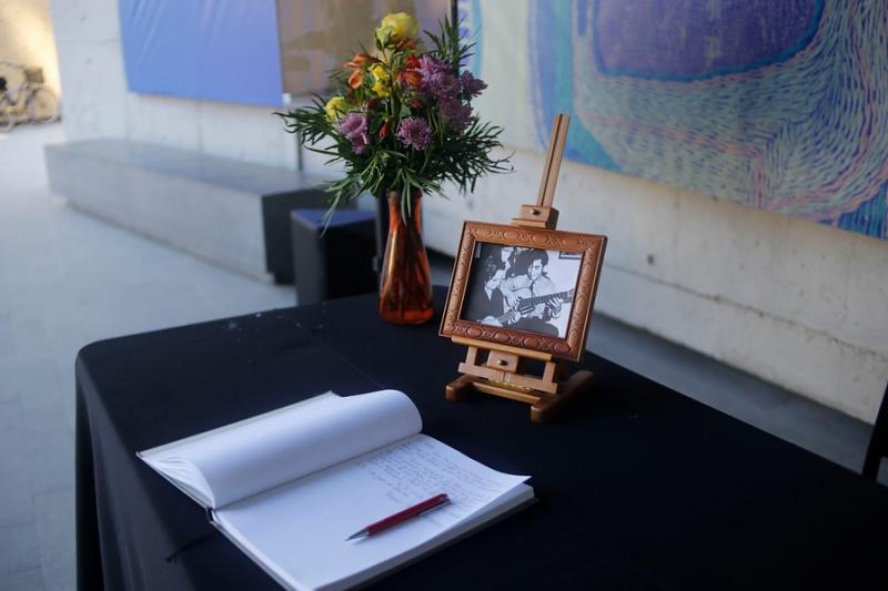 Museo Violeta Parra abre libro de condolencias