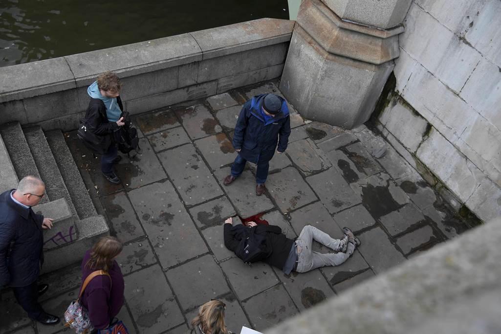 Reportan ataque terrorista afuera del Parlamento británico (Videos)