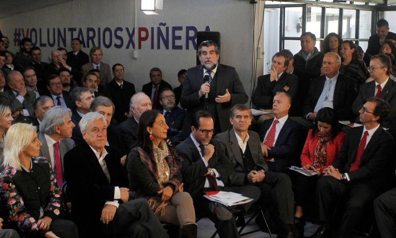 Piñera presenta equipos programáticos de su campaña presidencial