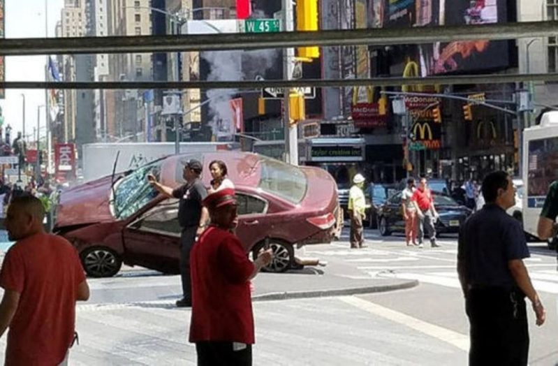 Un muerto y trece heridos por atropello múltiple en Times Square