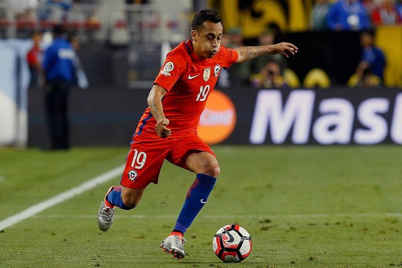 """Cinco grandes ausentes en la nómina de """"extranjeros"""" de """"La Roja"""" para la Copa Confederaciones"""