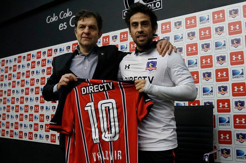 """Valdivia es presentado en Colo Colo: """"Tengo que luchar como todos, nadie juega con el nombre"""""""