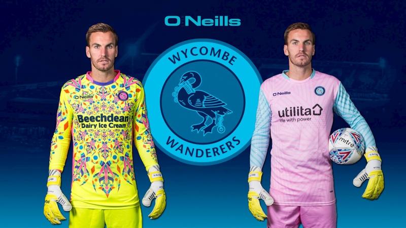 Wycombe Wanderers estrena la camiseta más fea de la historia  449d3e06f9bc6