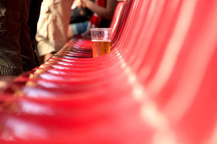 Que Tan Verde Es Tu Vaso De Cerveza En Un Partido De Futbol Tele 13