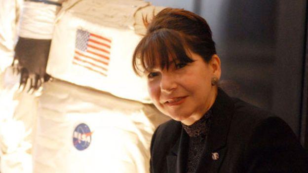 """""""Vamos a observar el eclipse con 11 satélites, 50 globos estratosféricos, un telescopio a bordo de un avión 747 y también desde la Estación Espacial Internacional"""". La científica de la NASA Adriana Ocampo nació en Colombia y creció en Argentina."""