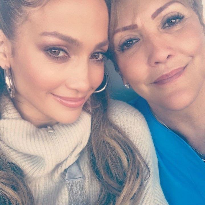 Jennifer Lopez y su madre