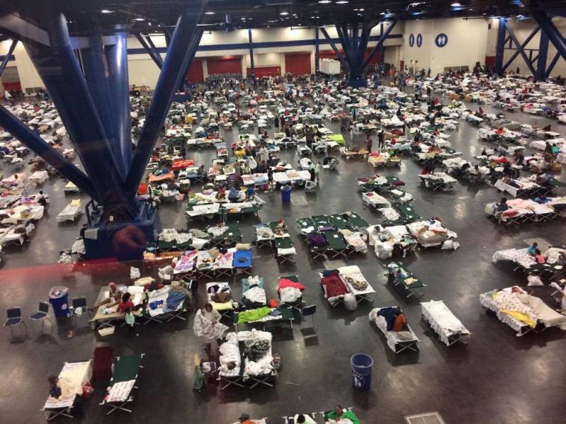 Famosos se solidarizan con Houston tras el huracán Harvey