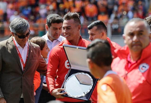 Cariño naranja: Alexis, Medel y Vargas recibieron homenaje de Cobreloa