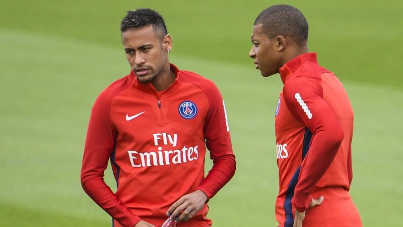 Neymar y Mbappé     AFP