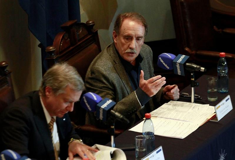 El duro enfrentamiento entre Alejandro Guillier y Karen Doggenweiler en debate presidencial