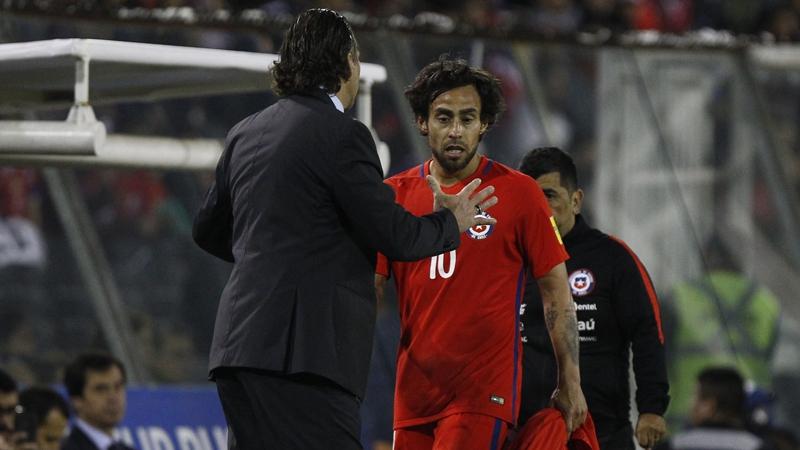 Tras suspensión de Vidal, Pizzi convocó de emergencia a Esteban Pavez