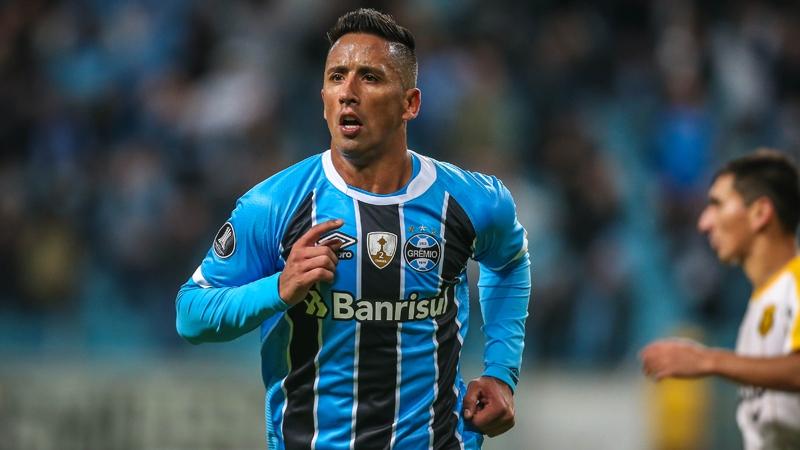 Aníbal Mosa viajaría a Argentina para intentar convencer a Lucas Barrios