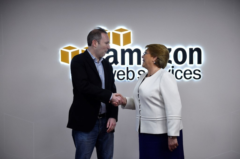 Michelle Bachelet y Andy Jassy CEO de Amazon web services