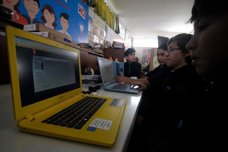 Mineduc inicia entrega de computadores gratuitos: revisa cómo acceder al beneficio