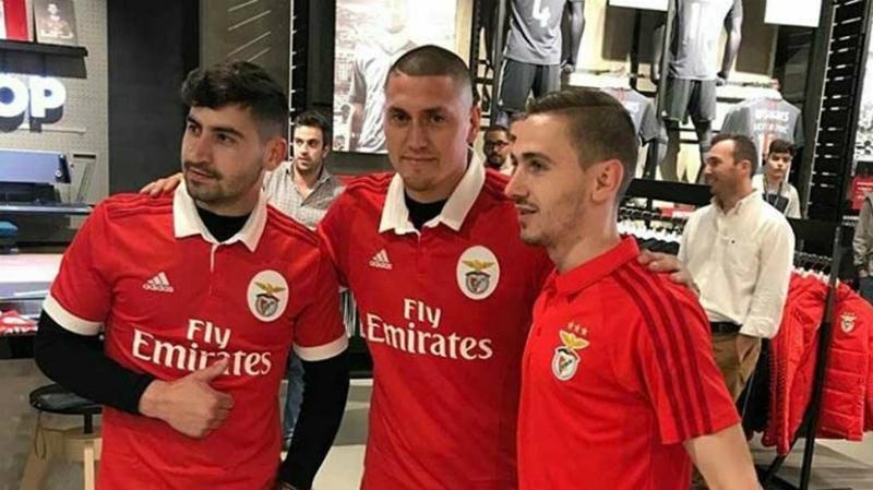 [FOTO] De Puma a Águila: Nicolás Castillo ya luce los colores de Benfica