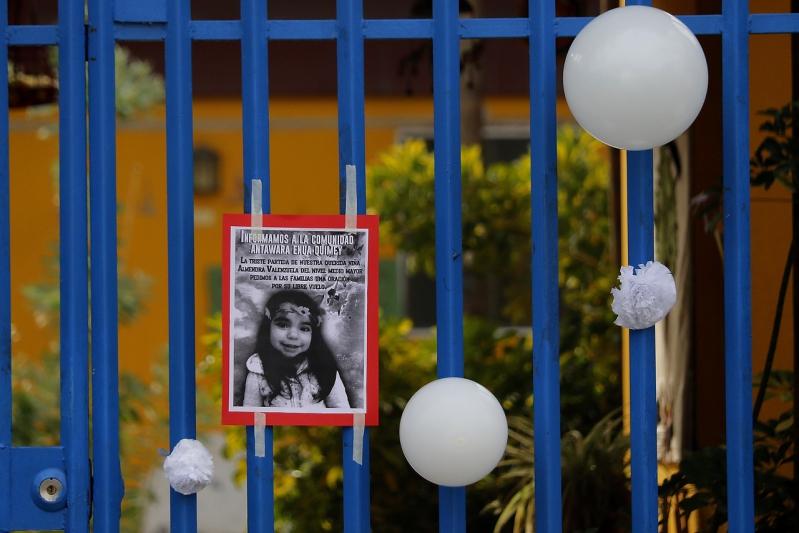 [FOTOS] Vecinos despiden a la menor de 3 años que fue abusada y asesinada