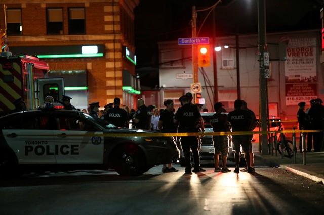 Un tiroteo masivo en Toronto deja dos muertos y 13 heridos