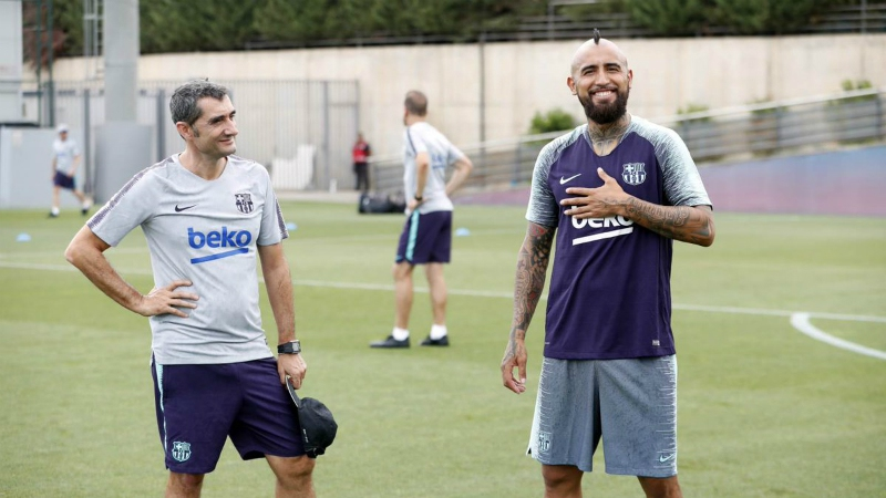 [FOTOS] Así fue la primera jornada de Arturo Vidal junto a sus compañeros en FC Barcelona