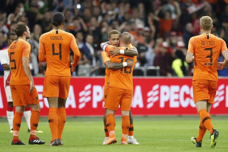 Holanda vence a Perú en Ámsterdam en la despedida de Wesley Sneijder
