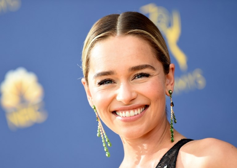 Emilia Clarke se tatuó a sus hijos — Game of Thrones